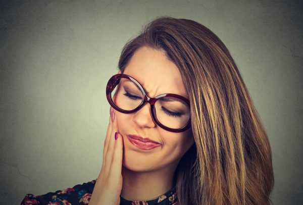 woman that needs wisdom tooth removed